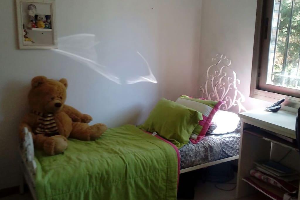 Cómoda cama con excelente colchón cannon