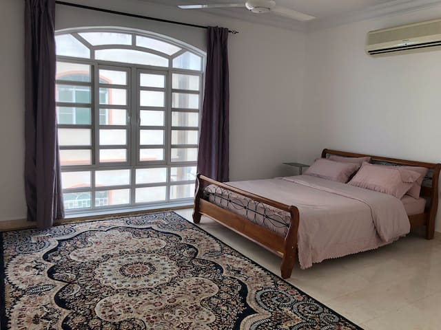 Luxury room w/Breakfast for 2 in heart of Muscat