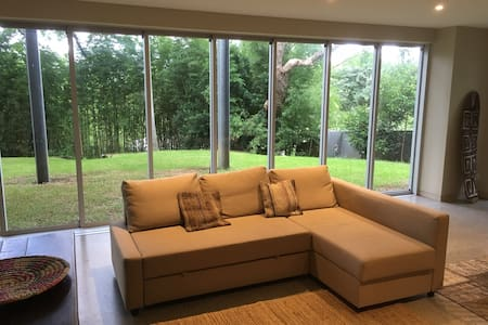 Modernist tree house with views - Bardon - Дом