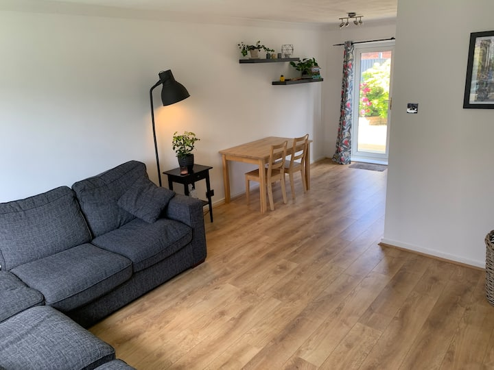 Double bedroom in central Windsor