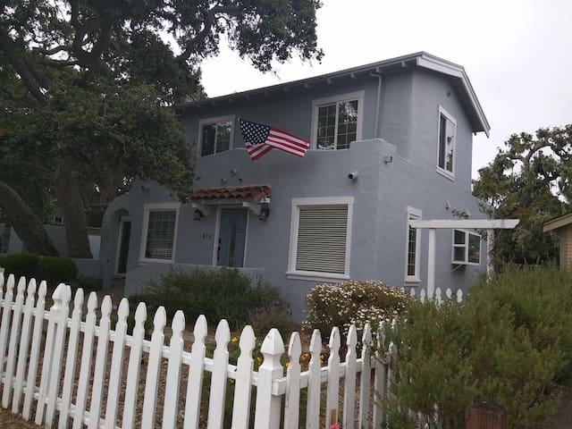 Pacific Grove Cottage, Entire House