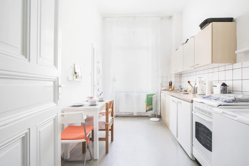 Küche mit ausziehbarem Tisch, Geschirrspüler, Waschmaschine, Nespresso.Maschine, Mikrowelle u.v.m.
