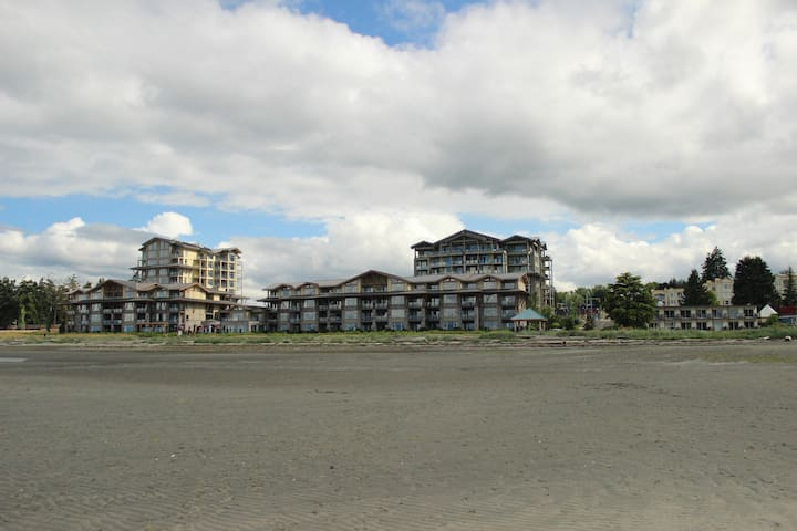 Spacious Condo Steps to the Ocean - Parksville - Wohnung