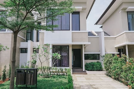 Green cozy house in BSD City, Near ICE. Free WiFi
