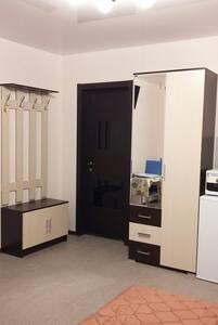 Квартира-студия. Уютно и недорого в центре города - Korolev - Apartment