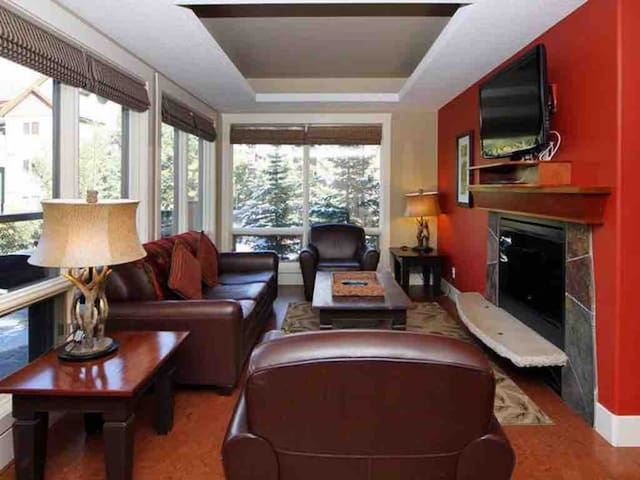 BIG Main Floor Solara Resort Canmore Close to DT