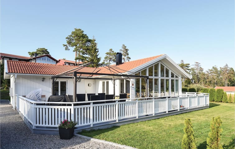Holiday cottage with 3 bedrooms on 83m² in Strömstad