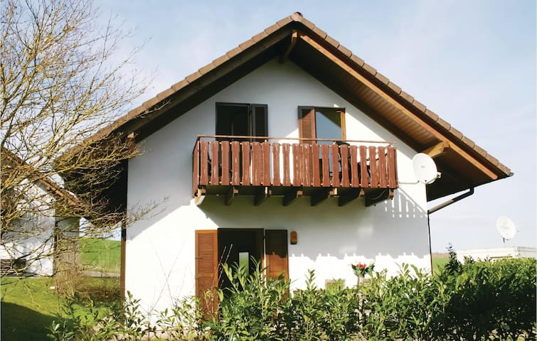 Holiday cottage with 5 bedrooms on 102m² in Kirchheim
