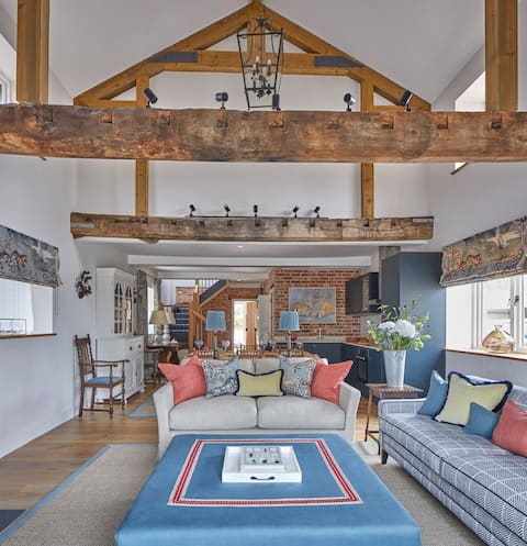 The Barn - Delightful Wiltshire Holiday Home