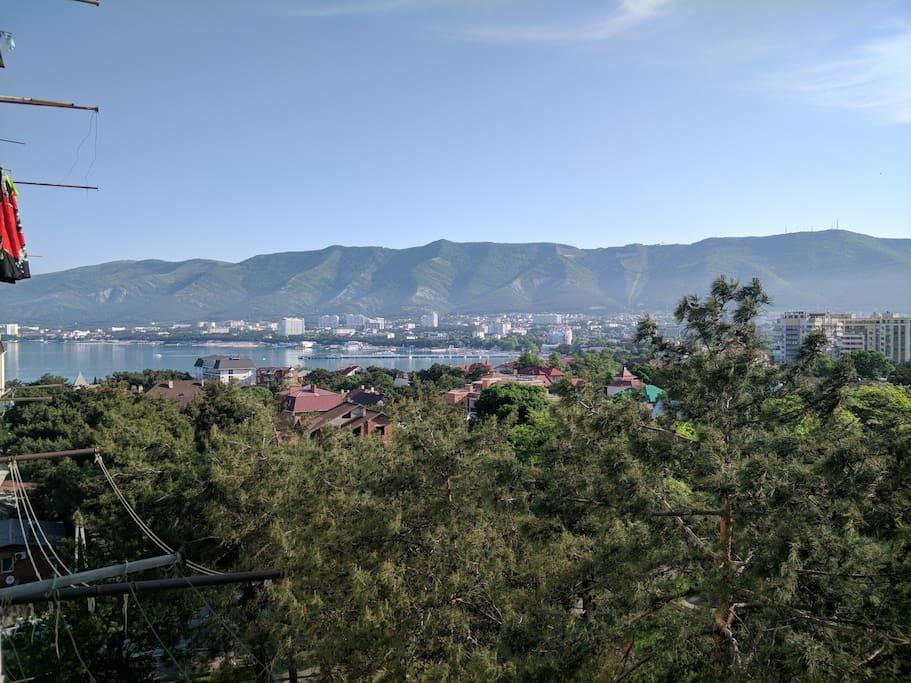 Вид из окна на центральную часть города