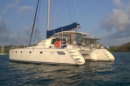 SailingSur. 2 double cabins in paradise!