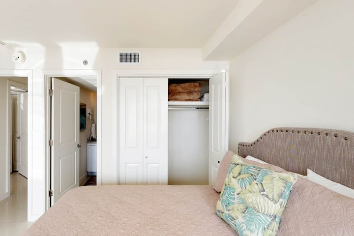 Bright dog-friendly condo w/ large balcony, & shared pool and hot tub!