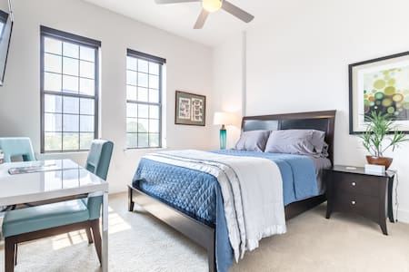 Clean Contemporary In Uptown - Dallas - Appartement
