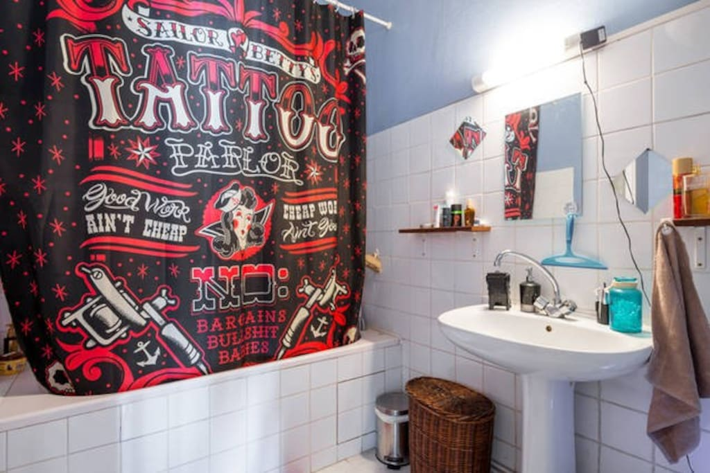 bathroom so rock'n'roll