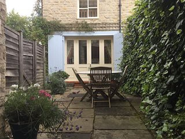 Castlegate Coach House Holiday Cottage - Pickering - House