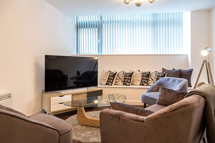 Luxury 2 Bed Central Apartment | Heart of Digbeth!