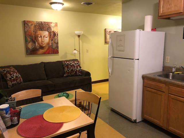 Cozy Downtown Apartment   TV   Walk Everywhere!!!