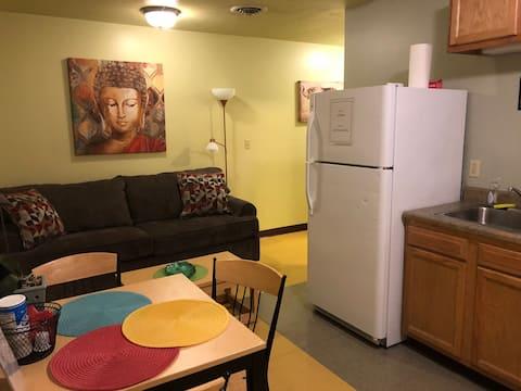 Cozy Downtown Apartment | TV | Walk Everywhere!!!