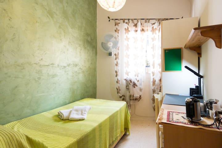 Cozy room with shared amenities in central Malta
