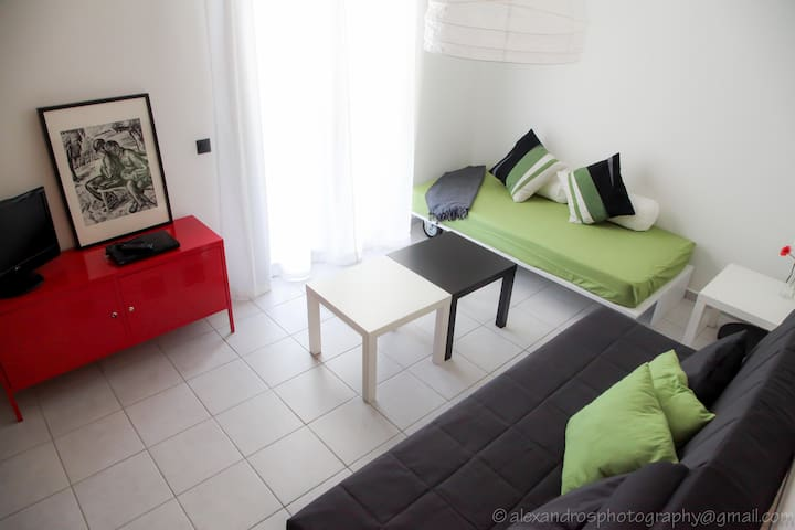 cosy apartment close to the beach with playground - Xilokastro  - Daire