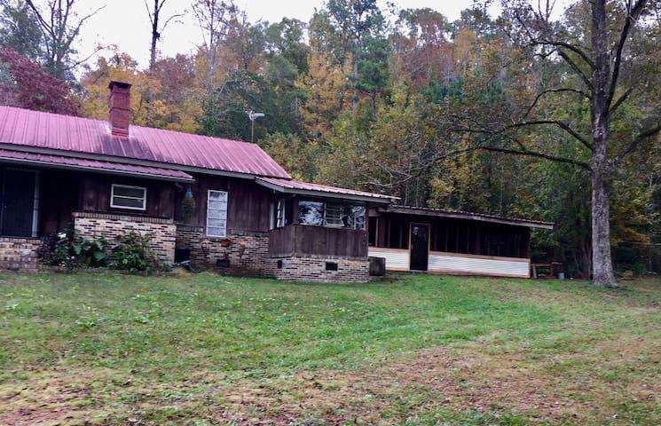 Farmhouse near Birmingham Wolf Creek Ranch