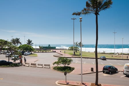 Front row beach apartment - Durban