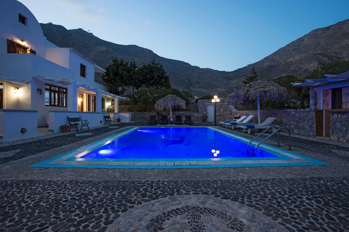 Villa 3 bedrooms for 7 with free car included