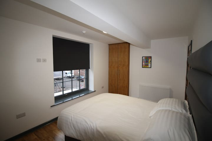 4 bed modern apartment, Prescot Town Centre
