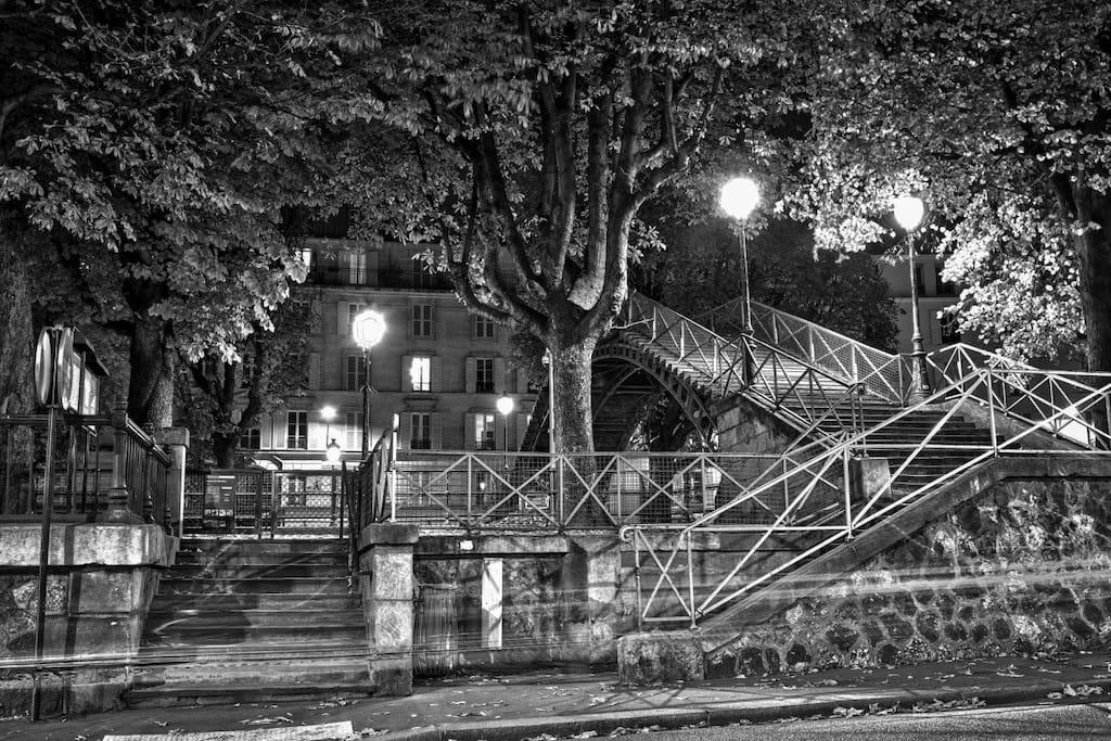Paris xe chambre sous les toits appartements louer for Sous location chambre paris