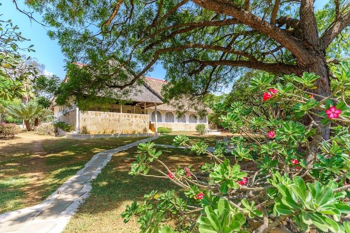 Johari House  · Three Bedroom Ocean View House - Isolation retreat