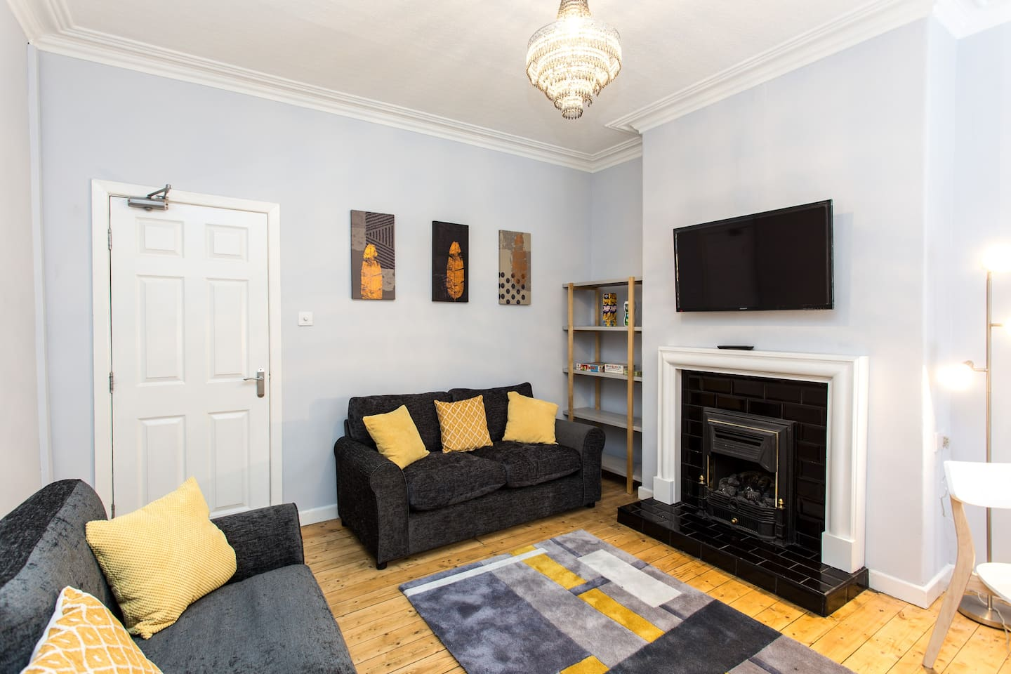 Lounge / Dining Room with 2 large Sofas, Dining Table and Smart TV
