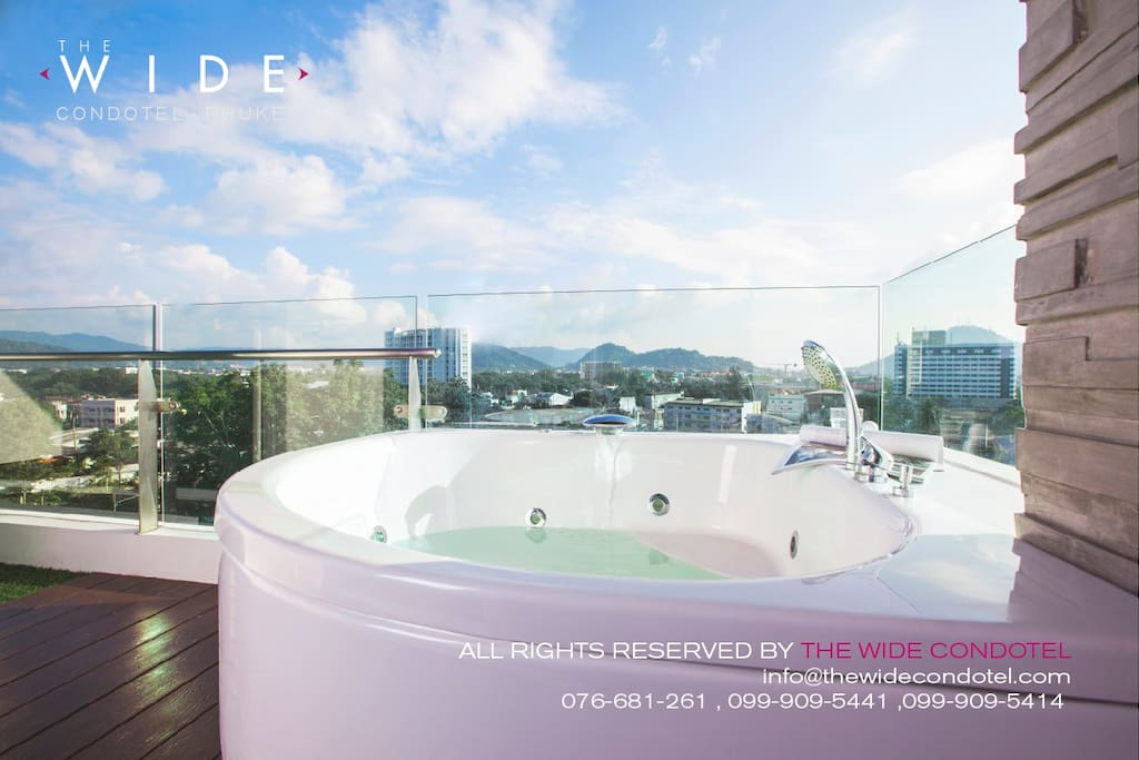 JACUZZI (Hot Tub) on the TOP FLOOR with PANORAMIC SCENERY