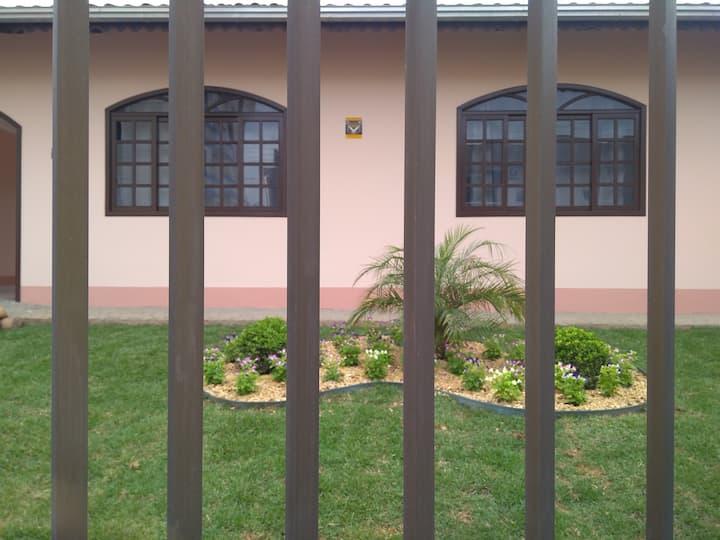Casa ampla e confortável, em Joinville s c .
