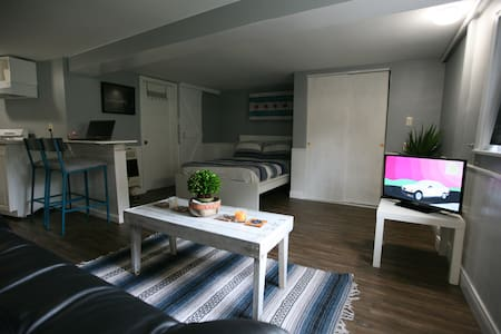 Adorable Studio by McKinley Park. Newly Remodeled!