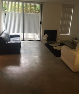 Upscale Quiet Perfect Condo With rooftop Jacuzzi - Los Angeles