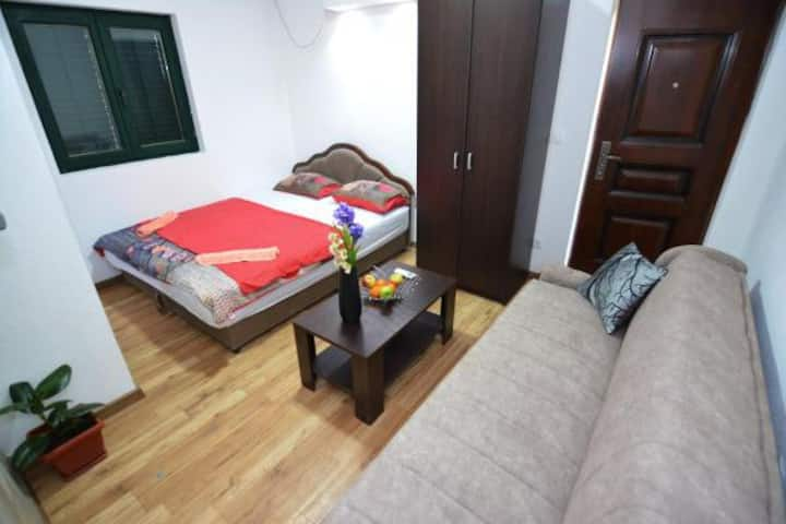 Comfortable studio near city center and airport