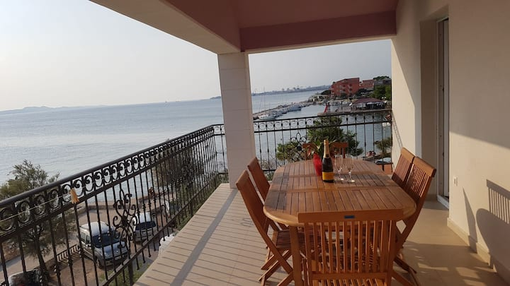 Apartmani Benjamin Bibinje-By the sea