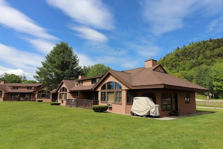 3BR townhouse on Golf Resort near Lincoln/Loon