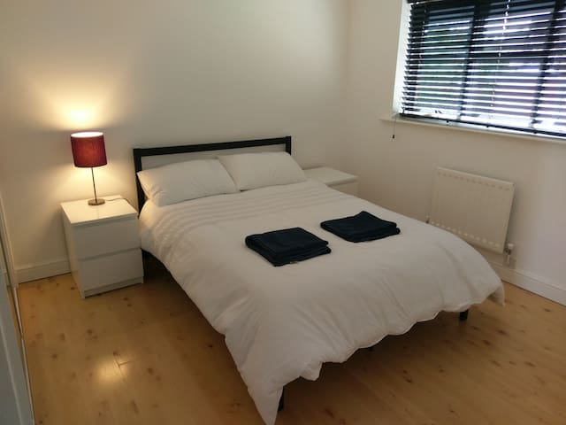 Large double & bathroom, easy Bristol & Bath links