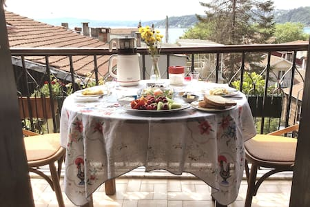 A Charming and Artistic Apart in Sarıyer Center