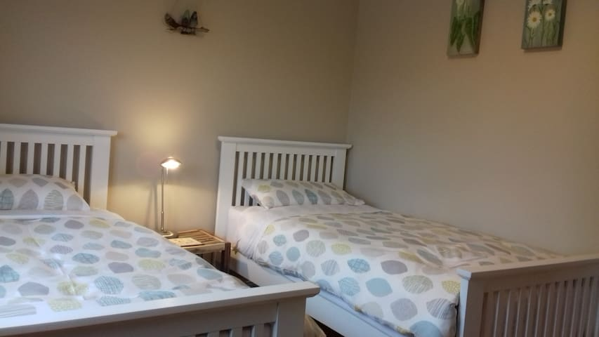 Twin bedroom, Beaufort, Killarney, Ring of Kerry.