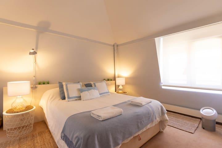 AREETA COZY apartment+parking by Aston Rentals
