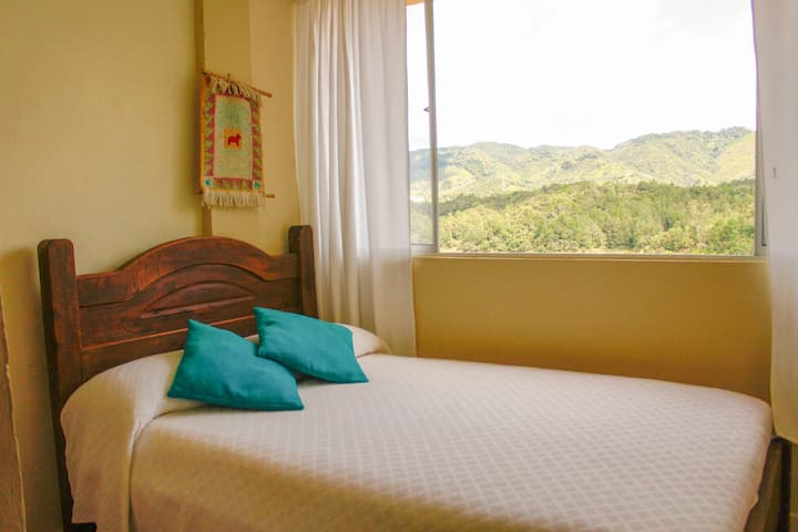 Private room with lake view  in GUATAPÉ