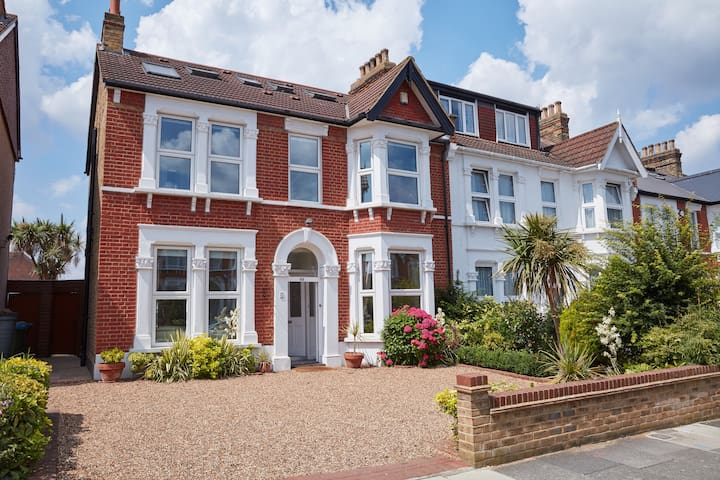 18 MINS TO CENTRAL LONDON - BEAUTIFUL PERIOD HOME