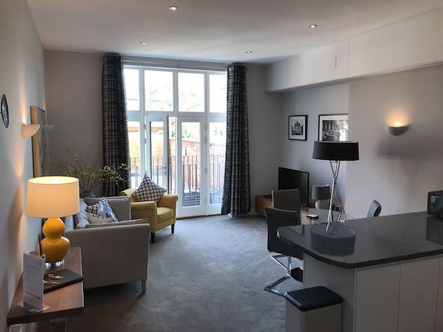 Lovely furnished 1 BR Leamington Spa apartment