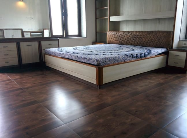 2 Rooms in a Villa - a weekend getaway - AC - Pool - Howrah