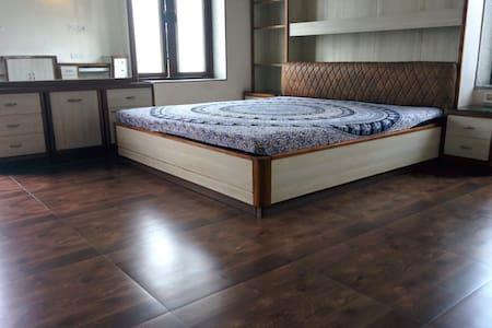 2 Rooms in a Villa - a weekend getaway - AC - Pool - Howrah