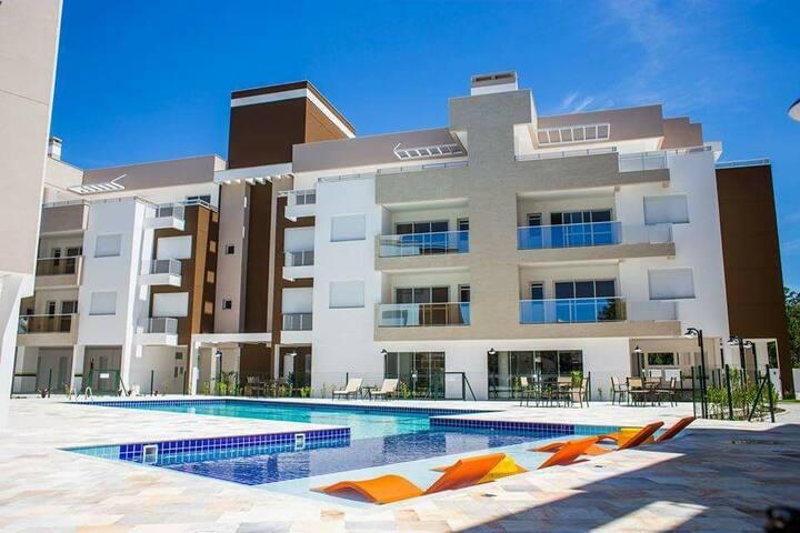 Apto Condomínio Clube no Campeche próximo a Praia