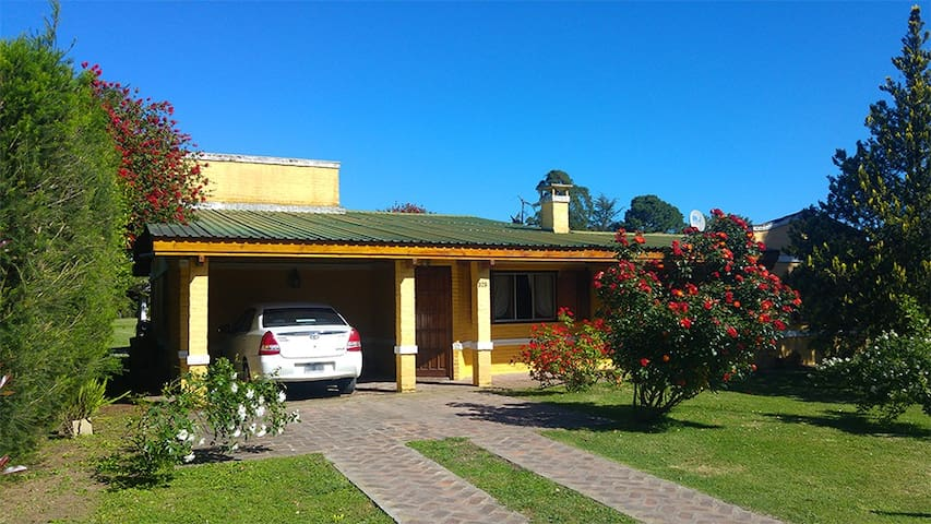 "Casa Quinta ""Chascomús"" - ideal para familias. - Chascomús - Haus"