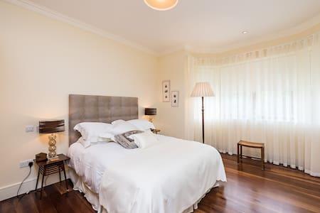 Lovely room close to city centre - Apartamento